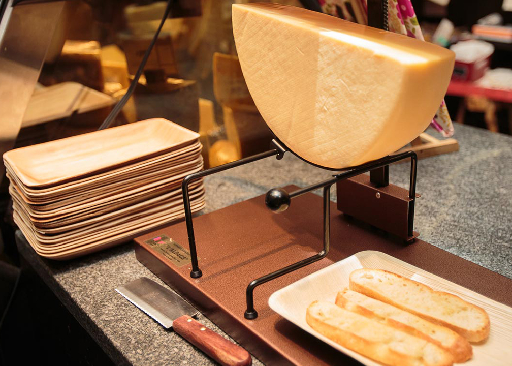Swiss Raclette Hot Meal - Fromagination | {Raclette 76}