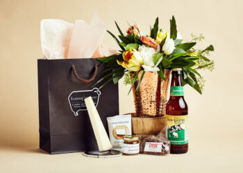 Fromagination features gift bags with Spotted Cow beer