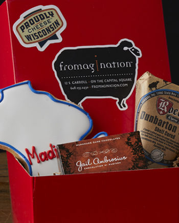 This is a picture of the Wisconsin Cheddar Blue Gift Set from Fromagination.
