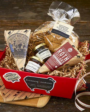 This is a picture of the Wisconsin Pride Gift Set from Fromagination.