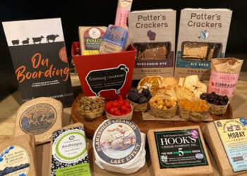 This is a picture of Fromagination's Gala Cheese Board Kit