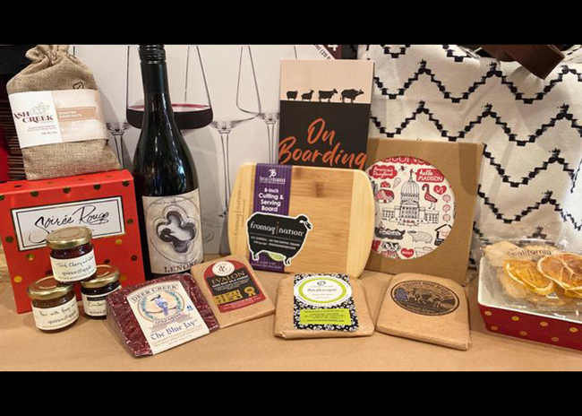 This is a picture of the prize for the Gala Cheese Board Kit from Fromagination