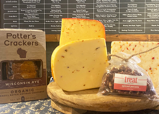 This is a picture of Fromagination's Spicy Cheese Gift Set