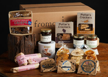 This is a picture of the Ultimate Cheeseboard Gift Set, offered by Fromagination.