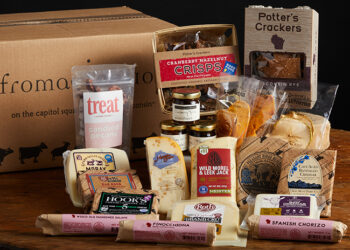 This is a picture of the Holiday Sampler Gift Set, offered by Fromagination.