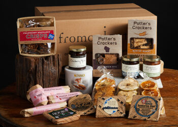 This is a picture of the Wisconsin Celebration Gift Set, offered by Fromagination.