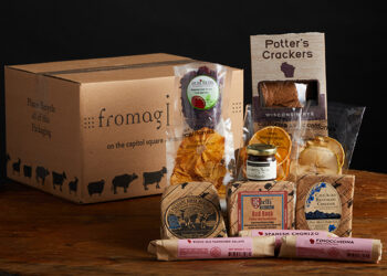 This is a picture of the Artisan Classics Gift Set, offered by Fromagination.